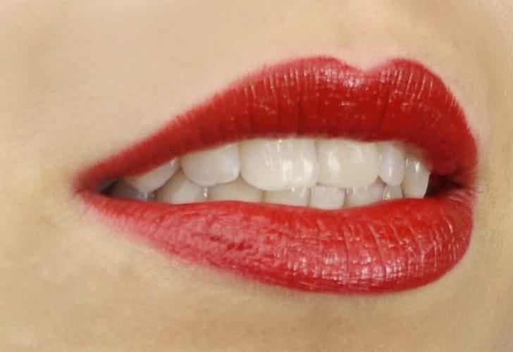 Tragebild Und Gretel Lippenstift dahlia rot