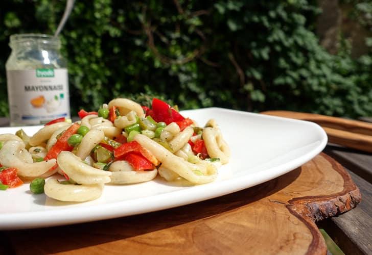 Nudelsalat mit Bio-Nudeln und Bio-Mayonnaise von Byodo
