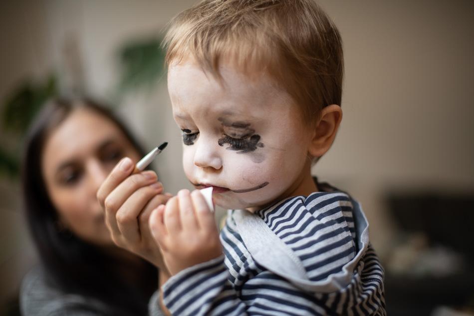 kleinkind schminken skelett